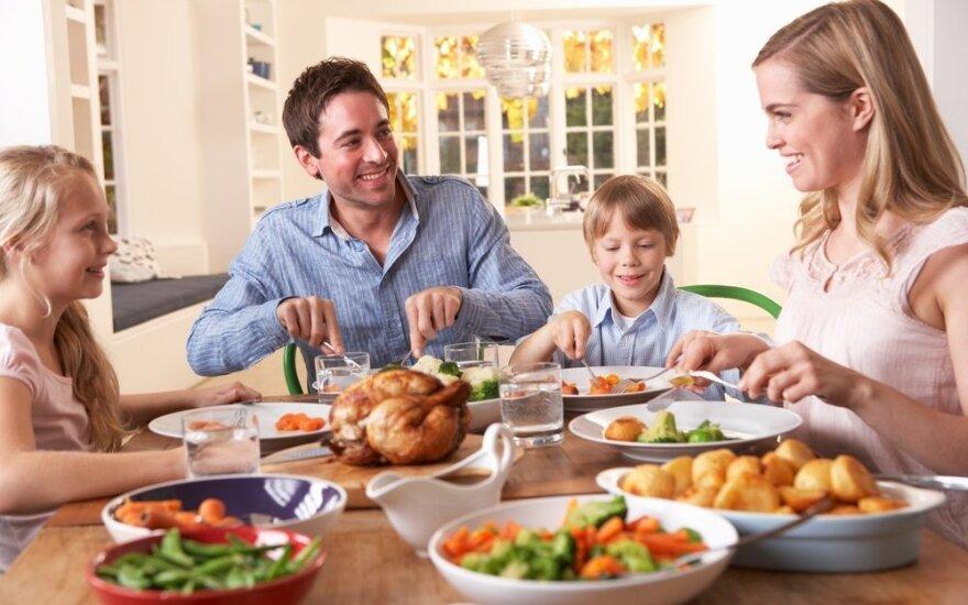 Psichologė: reguliariai drauge pietaujanti šeima sėkmingiau kovoja su stresu