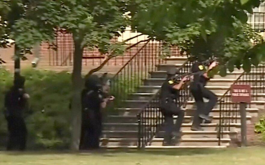 Žiaurus išpuolis JAV: į pastatą užėjęs vyras šaudė nesirinkdamas aukų