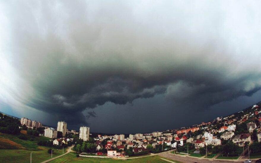 Įspūdingi debesys Marijampolėje, DELFI skaitytojo Andriaus Burbos nuotr.