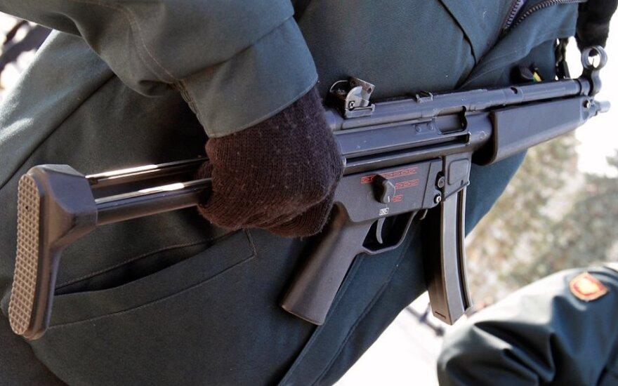 """Ukrainos policija atsisako """"kalašnikovų"""", pirks vokiškus MP5"""