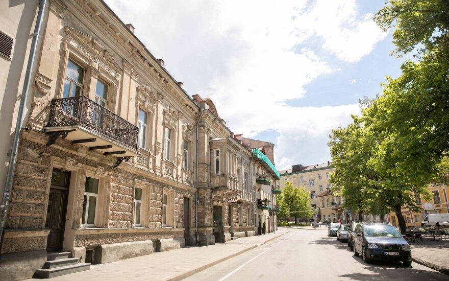 SEB bankas: gyventojai aktyviau skolinasi būstui ir įsigyja brangesnius pirkinius