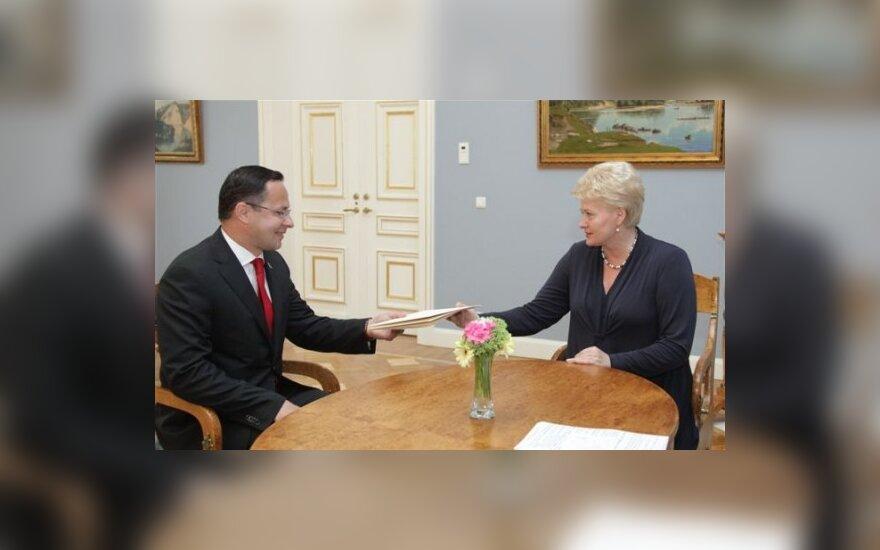 Prezidentė įteikė skiriamuosius raštus Lietuvos ambasadoriui JAV Ž.Pavilioniui