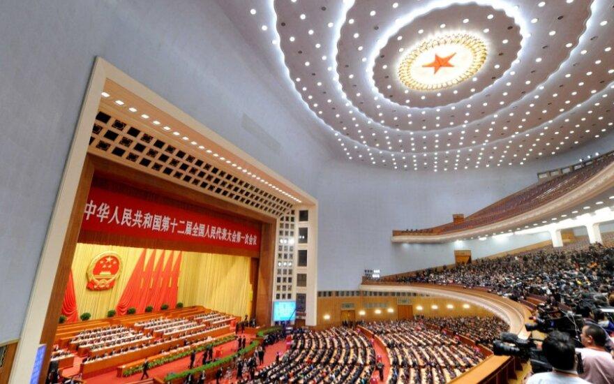 Kinijos elitas nebežino, kaip visuomenei įrodyti savo raudonumą