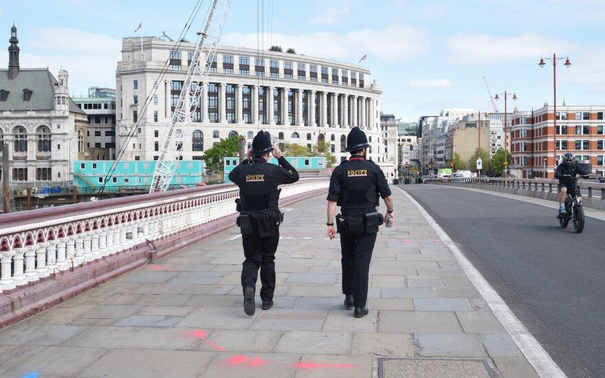 JK mažėja COVID-19 aukų, bendras skaičius viršijo 21 tūkst.