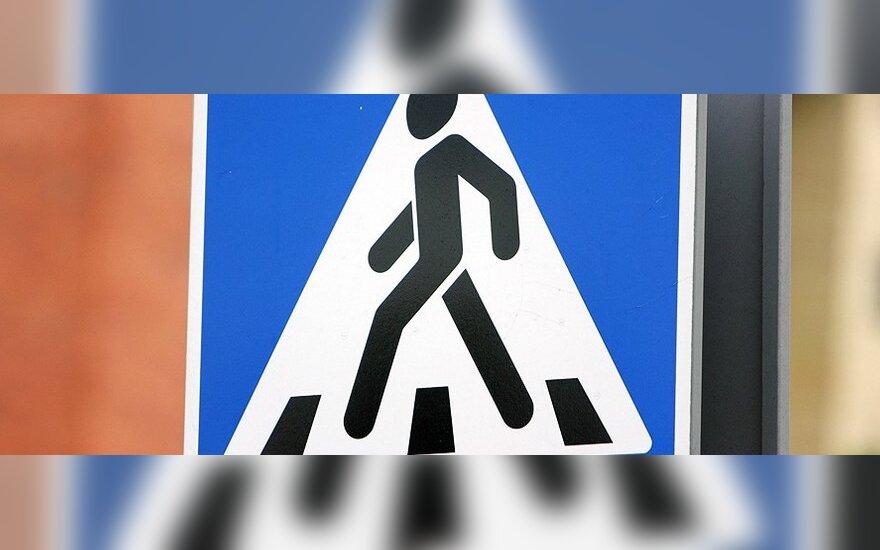Policija primena apie vairuotojų pareigas pėstiesiems