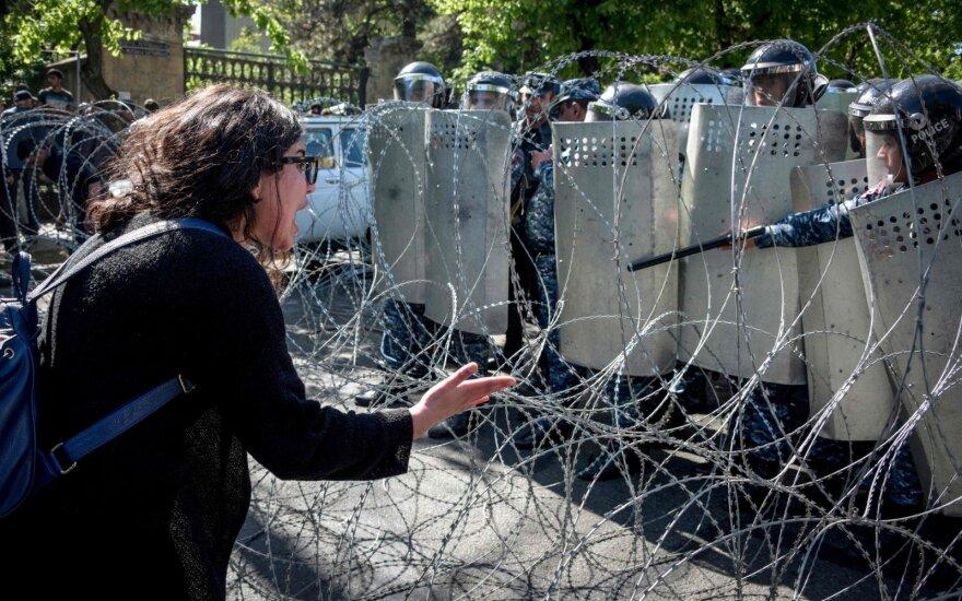 Policija: Jerevane sulaikyta daugiau nei 80 demonstracijos dalyvių