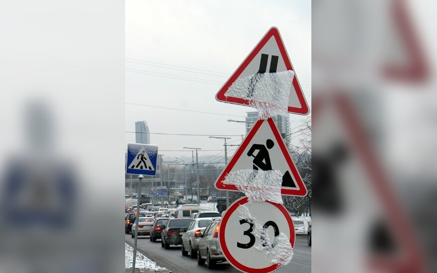 Ribojimai ant viaduko siutina Klaipėdos vairuotojus