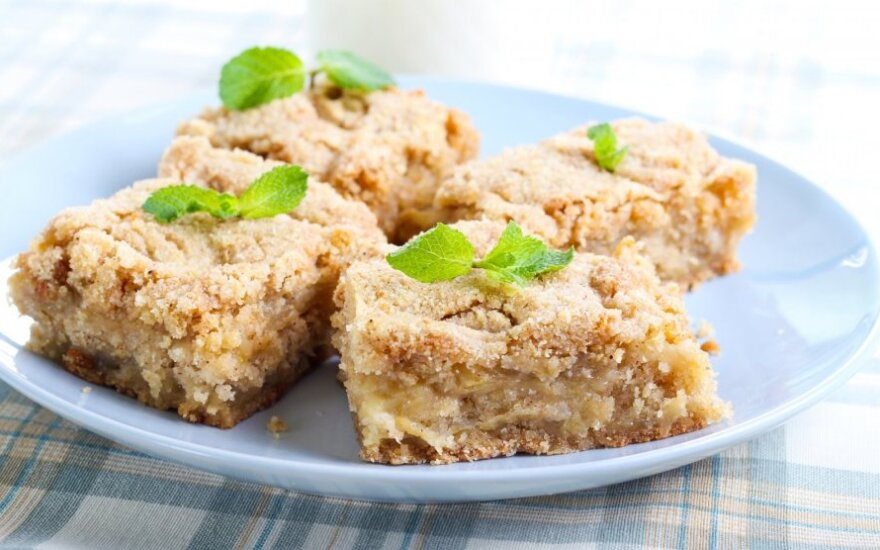 Obuolių ir avižinių dribsnių pyragas