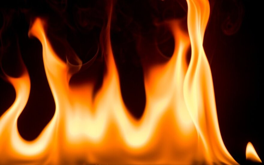 Taline vyras iš degančio namo išnešė 86 metų motiną