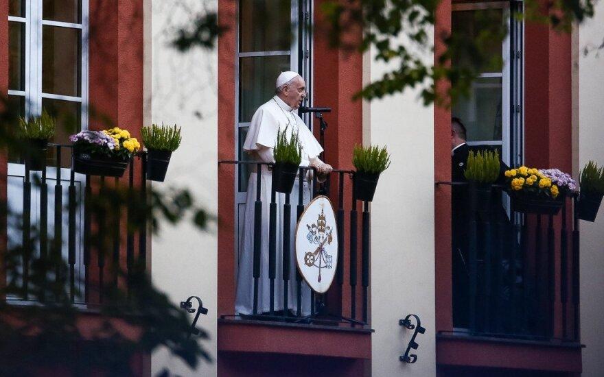 Kaune tikintieji renkasi laukti popiežiaus aukojamų mišių