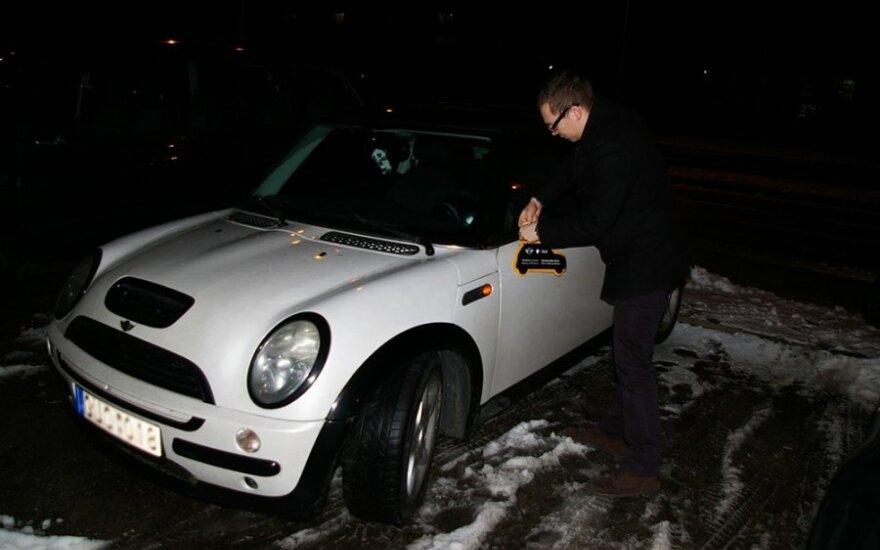 Valentino dienos rytą – meilės ženklai ant automobilių
