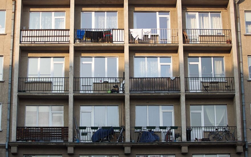 Lithuanian parliament makes first move to ban smoking in balconies