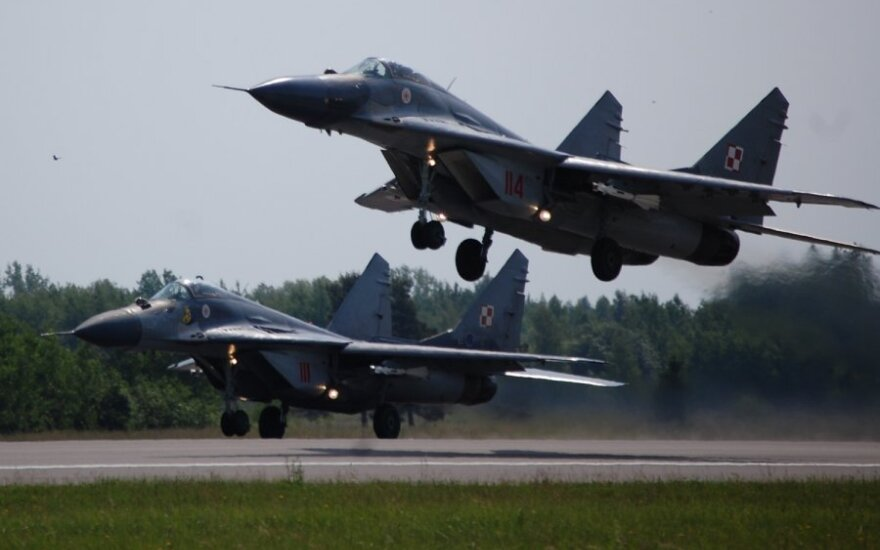 Lenkijoje sudužo naikintuvas MiG-29, pilotas katapultavosi