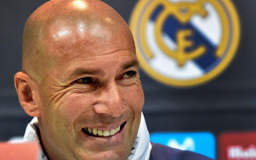 """Oficialu: Zidane'as grįžta prie """"Real"""" klubo vairo"""