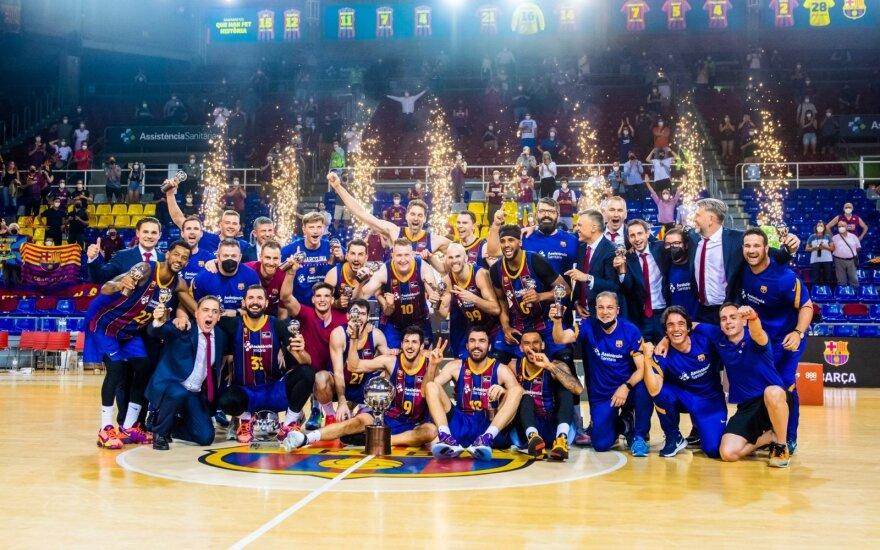 """Triumfuojanti """"Barcelonos"""" komanda su Pau Gasoliu viduryje / Foto: """"Barca Basket"""" Twitter paskyra"""