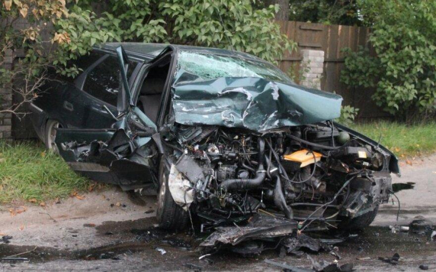 """Automobilių kaktomušos kaltininkas paspruko palikęs sumaitotą """"Saab"""""""