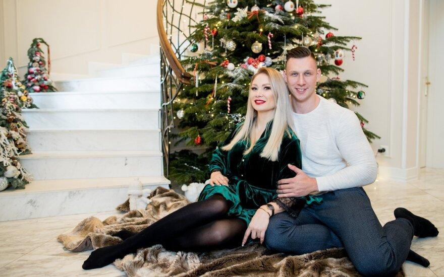 Ypatingas šventes šiemet sutiksiantys Natalija Bunkė ir Edgaras Eidėjus kalėdinę eglę papuošė dar lapkritį