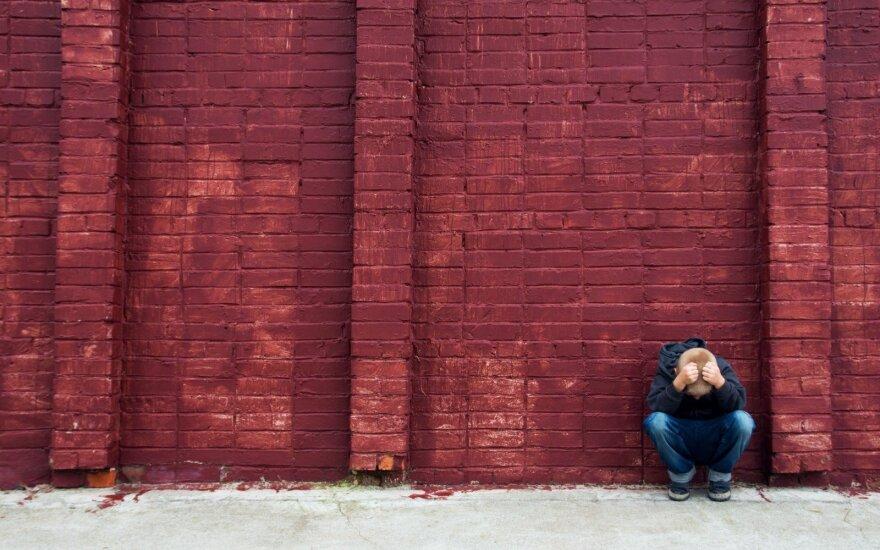 """Naujausia """"Jaunimo linijos"""" apklausa: dauguma apklaustųjų susiduria su emociniais sunkumais"""