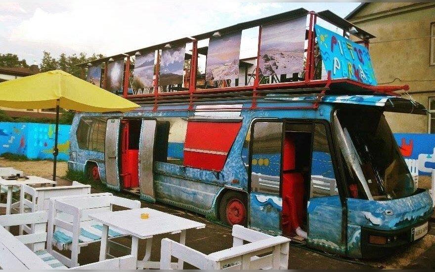 Vilniuje – nauja erdvė: terasa ant autobuso stogo ir paplūdimio atmosfera