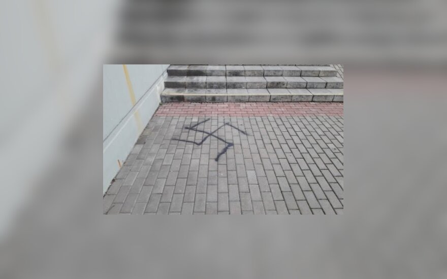 Police in Kaunas detain man for drawing swastikas