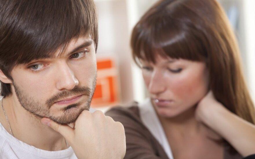 Pykstu ant vaikino dėl jo buvusių moterų