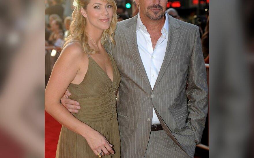 Kevinas Costneris su žmona Christine Baumgartner