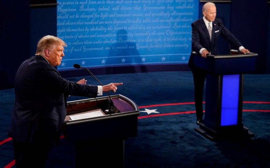 Trumpas atsisako dalyvauti virtualiuose debatuose su Bidenu: nemanau, kad esu užkrečiamas