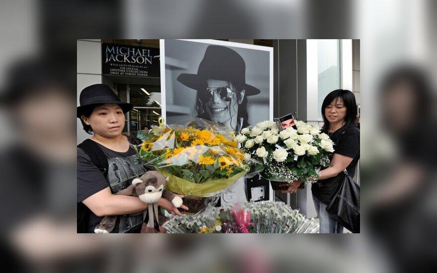 Visame pasaulyje Michaelo Jacksono gerbėjai mini dainininko mirties metines