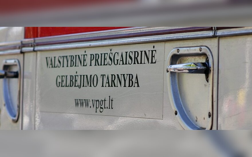 """Baisus radinys Varėnoje užsidegusiame """"VW Golf"""""""
