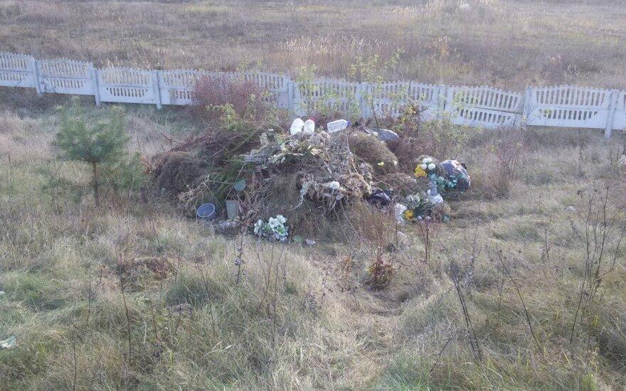 Kapinėse apsilankiusi moteris pasijuto kaip sąvartyne