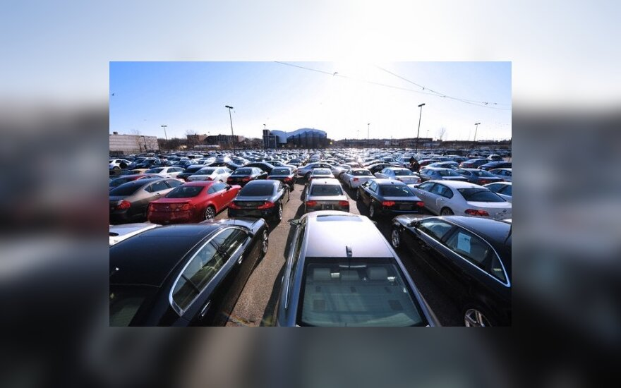 Į automobilių turgus grįžta pirkėjai iš užsienio