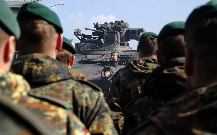 Keičiasi NATO priešakinių pajėgų bataliono kariai