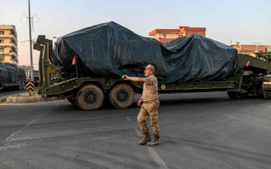 Turkija pradėjo sausumos puolimą prieš kurdus