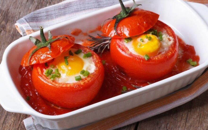 Velykų stalui: pomidoruose kepti kiaušiniai