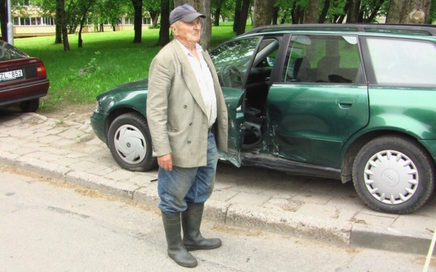 Klaipėdoje senolio Audi susidūrė su taksi