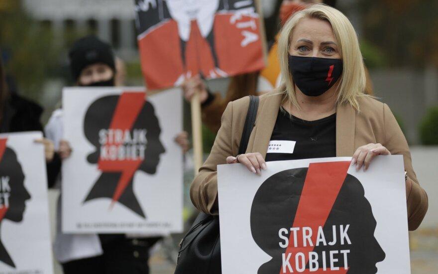 Lenkijoje siaučia kultūrinis karas: daugiausiai iš to naudos Rusijai