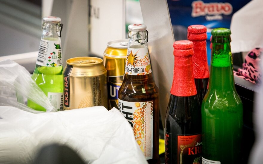 Activists start to collect signatures for total ban on alcohol advertising