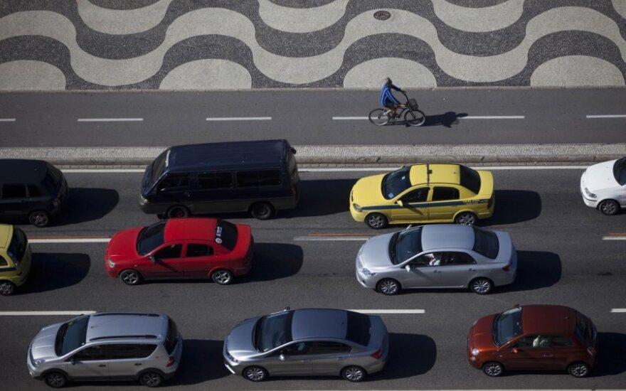 Kaip greičiau: autobusu, automobiliu, dviračiu ar bėgte