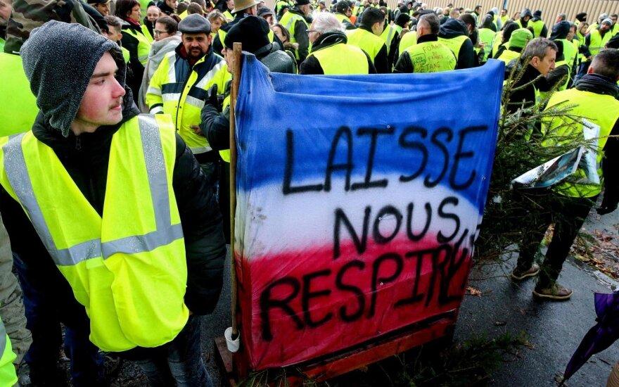 Masinių protestų drebinama Prancūzija imasi ryžtingo žingsnio