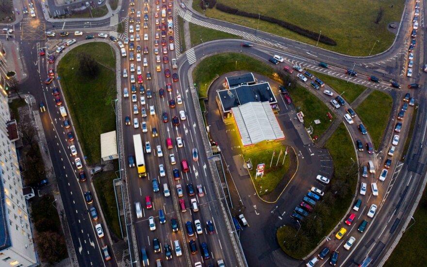 Už aplinkos teršimą siūloma numatyti ir transporto priemonės konfiskavimą
