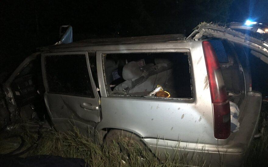 Vilniaus rajone per avariją prispaustas vairuotojas, žmogus žuvo