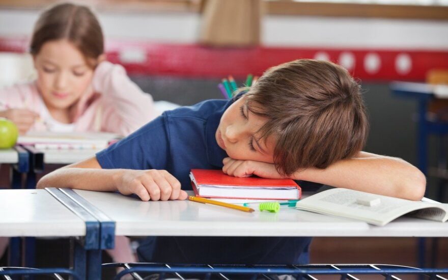 Pavargęs mokinys