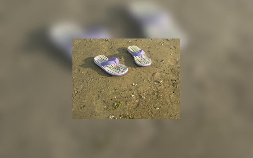 Vasara, poilsis, atostogos, smėlis, pajūris, šlepetės