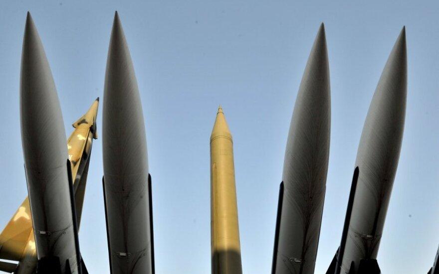 Ekspertai: Šiaurės Korėja sunaikino dalį raketų bandymų įrangos