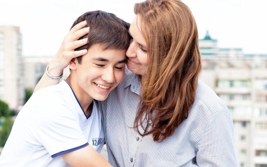 Jaunuolio mama: šalia sūnaus atrodau, kaip sesuo šalia brolio? Baikit, nemanau