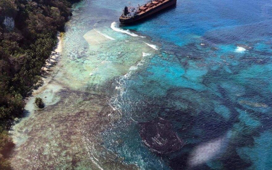 Prie Solomono salų ant seklumos užplaukė tanklaivis