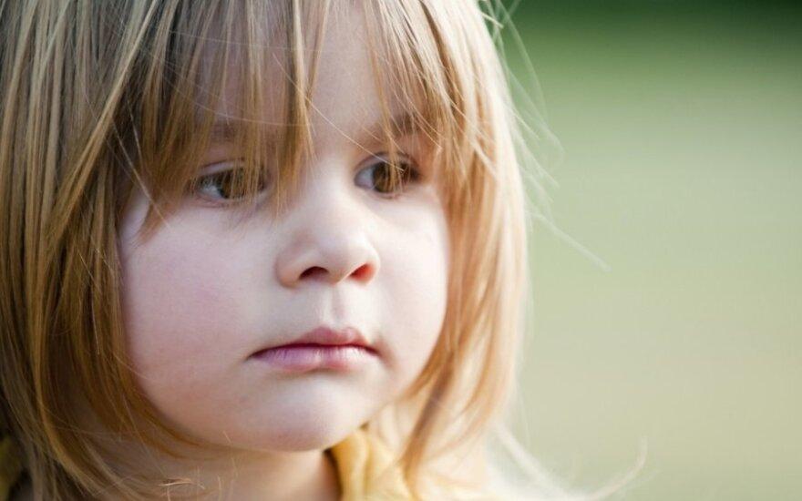 Garsiai apie tai nekalbama: kas vyksta šeimoje, kuri globoja vaiką?