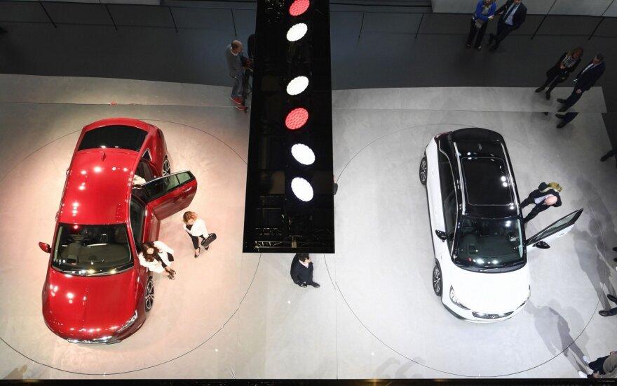 """""""Opel"""" automobilių parodoje Ženevoje 2017 metais"""