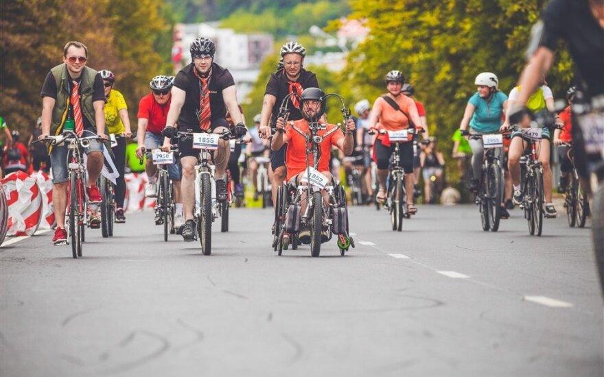 Svarsto panaikinti prievolę dviratininkams vilkėti ryškias liemenes