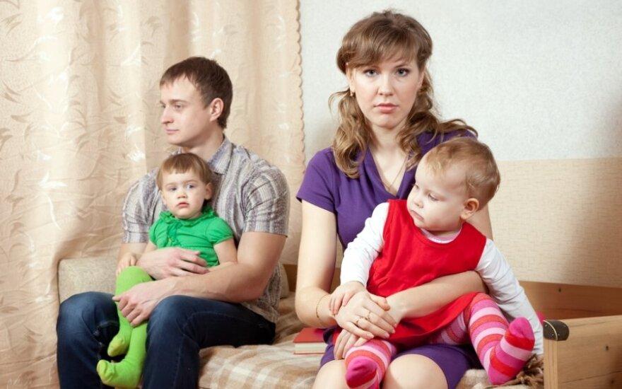 """Vaiko teisių kontrolierė - apie """"vaikų atiminėjimo"""" pataisą: laikas auklėti tėvus"""